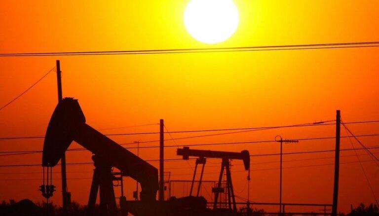 Цена на нефть рухнула за сутки до годового минимума