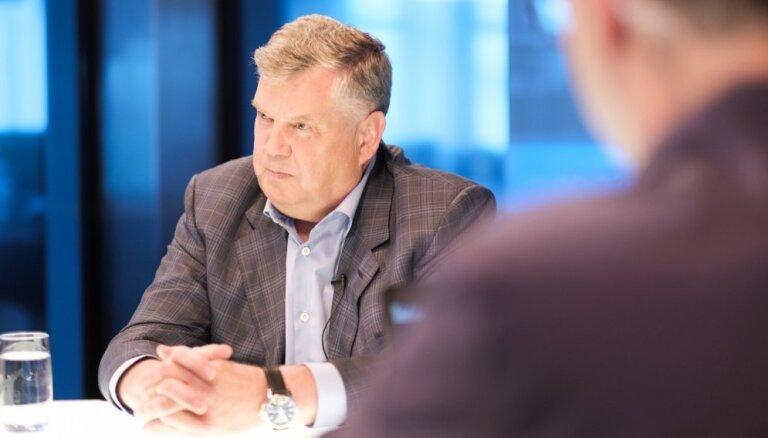 Урбанович: Ушаков не держится за кресло и готов отойти в сторону