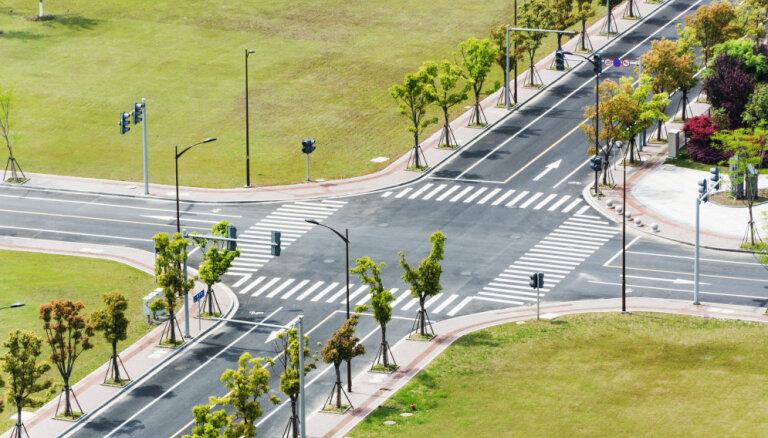 Autovadītāji kā sarežģītākos ceļa posmus nosauc tieši krustojumus
