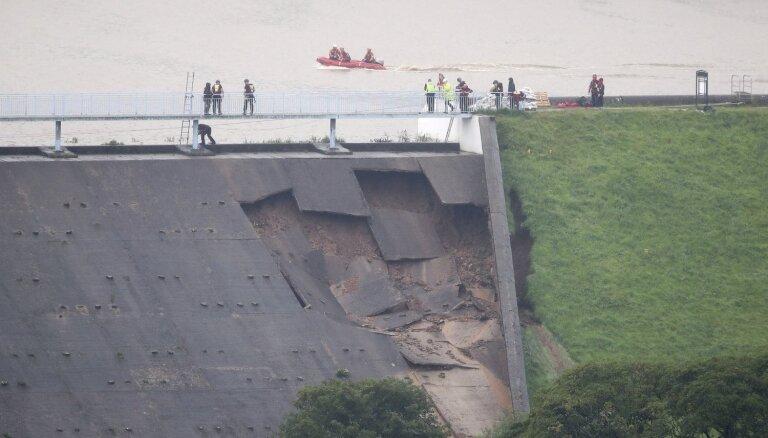 В Великобритании из-за угрозы прорыва дамбы эвакуировали целый город