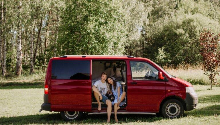 Latviešu ceļotāji, kas apceļoja Eiropu sešos mēnešos: viss ir daudz vieglāk, nekā šķiet