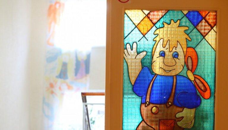 Reirs atvainojas par to, ka Latvijā vēl joprojām eksistē bērnu nami un līdzīgas institūcijas