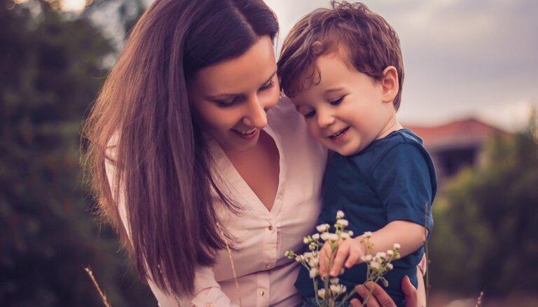 Pērn visvairāk bērni piedzimuši mātēm vecumā no 25 līdz 35 gadiem