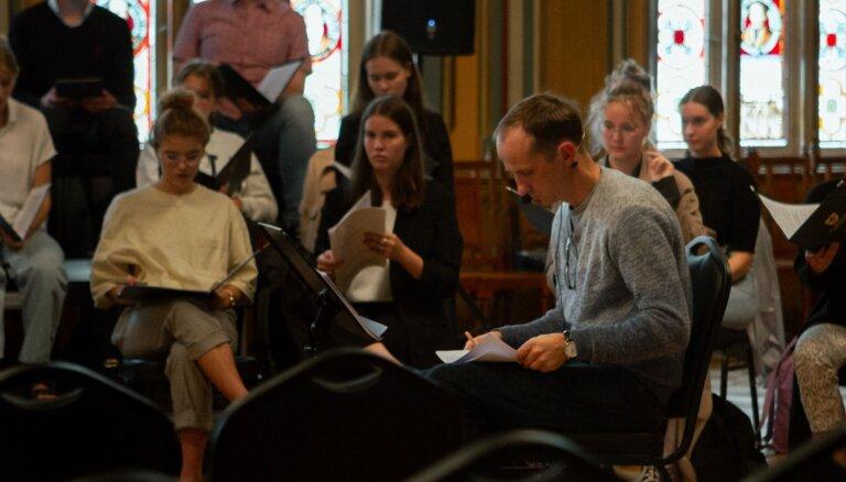 Torņkalna baznīcā būs koncerts 'Amao Omi' jeb 'Bezjēdzīgais karš'