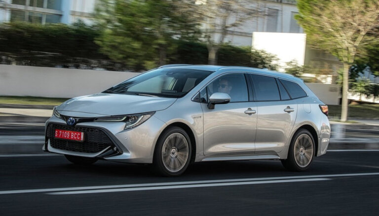 'Toyota' Lielbritānijā ražos jaunus hibrīdautomobiļus