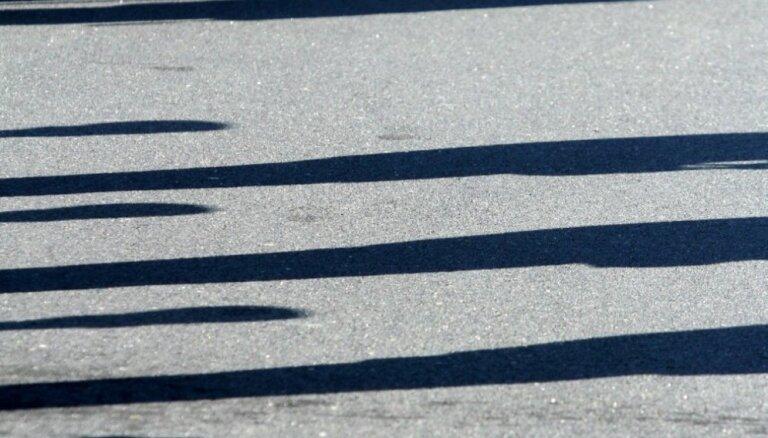 Piektdien 102 ceļu satiksmes negadījumos cietuši 24 cilvēki; trīs bojāgājušie