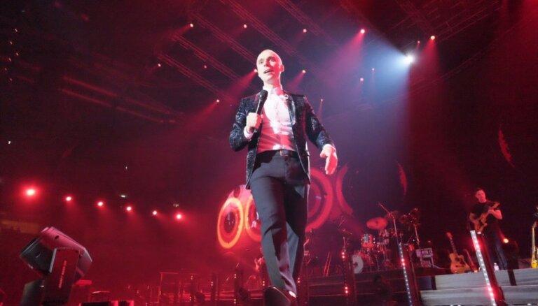 Foto: Dāvana visu mīlētāju dienā – Dona koncerts pārpildītā 'Arēnā Rīga'