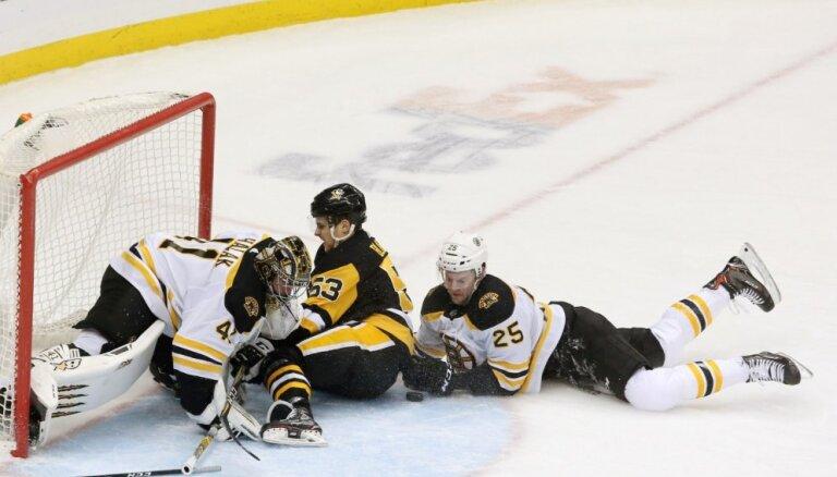 Bļugera piespēle mazākumā palīdz apspēlēt varenos 'Bruins'