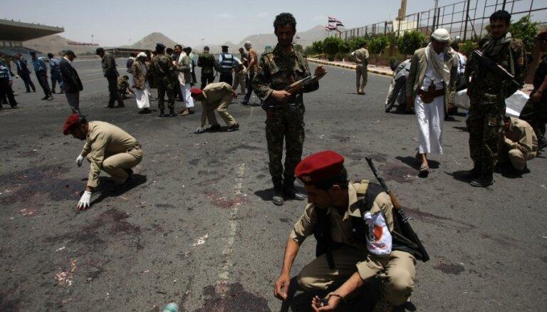 Pašnāvnieka sarīkotā sprādzienā Jemenas policijas akadēmijā 20 bojāgājušo