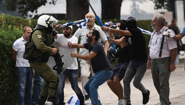 Grieķijas policija pielieto spēku protestētāju apturēšanai