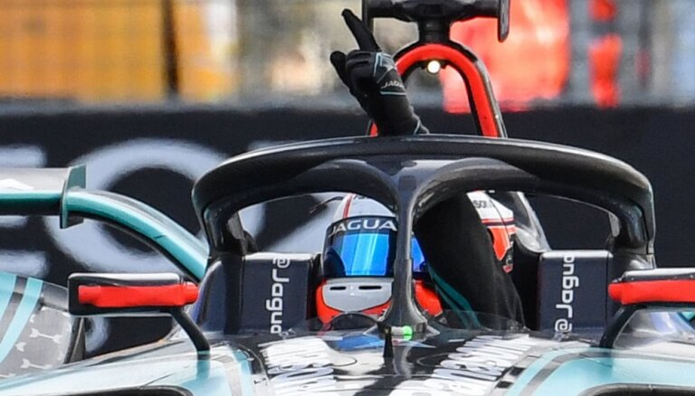 'Formula E' septītais uzvarētājs septiņos posmos, 'IndyCar' posmā dominē Rosi