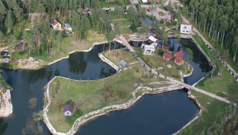 Как пенсионер Николай Колотило строит под Ригой собственную мини-Латвию