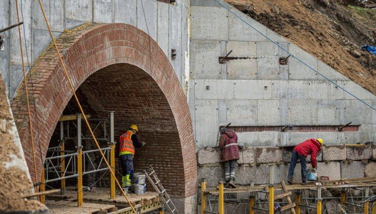 Foto: Par 1,07 miljoniem eiro atjauno vairāk nekā 100 gadus veco Līgatnes caurteku