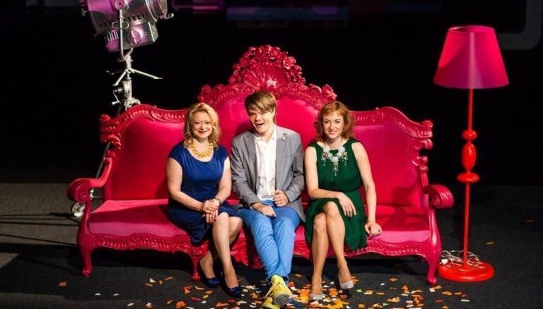 LTV piedāvā jaunu raidījumu 'Kultūras dīvāns' ar Grimzi, Ķesteri un Grēviņu