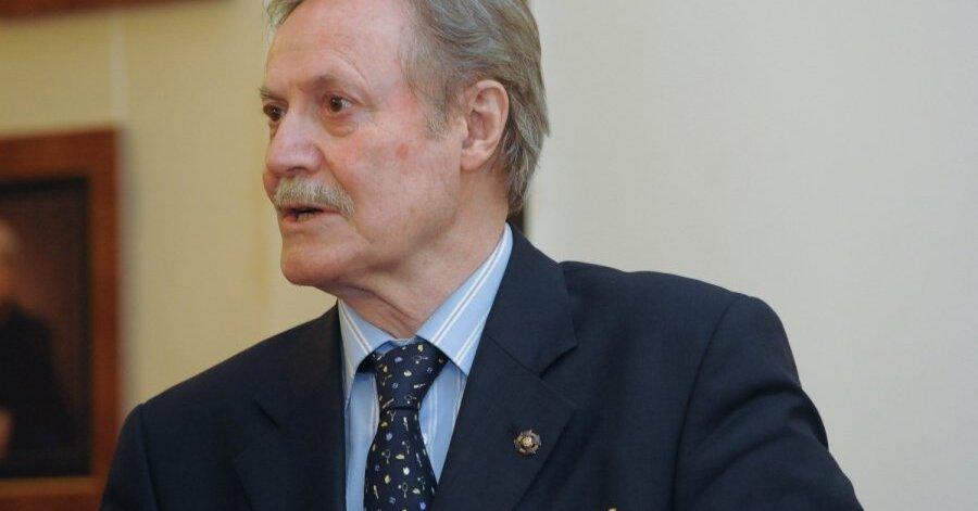 В тяжелом состоянии госпитализирован актер Юрий Соломин