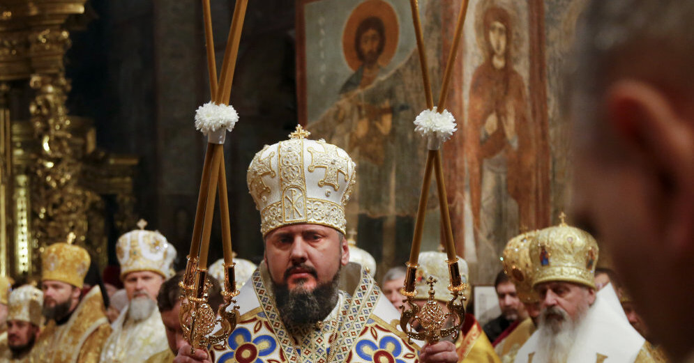 Порошенко отправился в Стамбул за томосом для новой церкви Украины