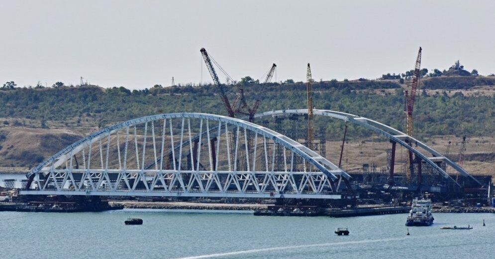 По Крымскому мосту пошли грузовые поезда