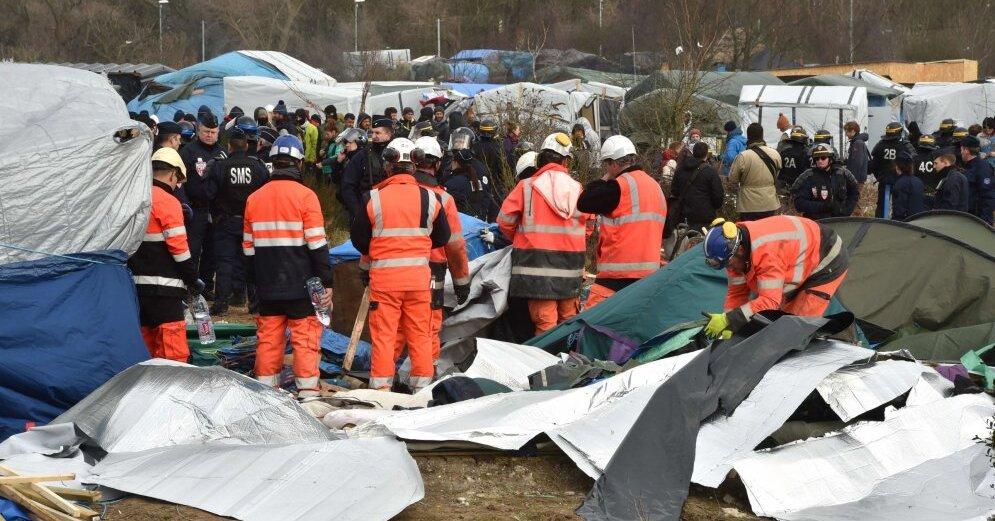 Вофранцузском Кале дальнобойщики протестуют против наплыва мигрантов