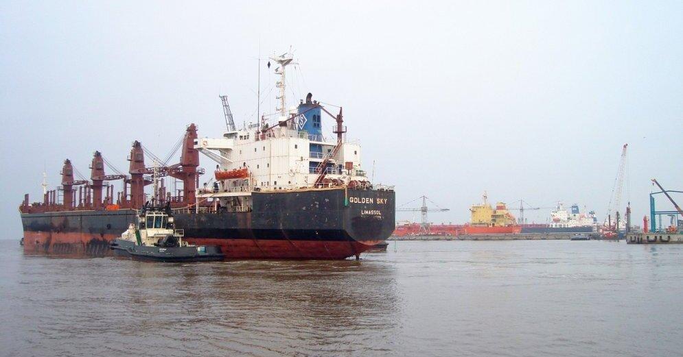 Самый большой балкер за историю порта загрузили на Таманском терминале навалочных грузов