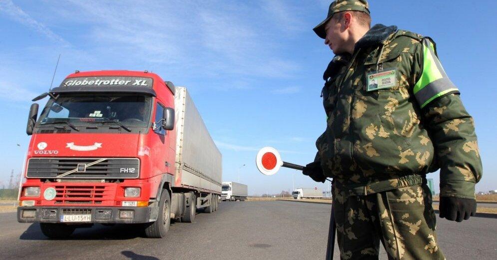 Видео - Белоруссия стянула бронетехнику к границам России
