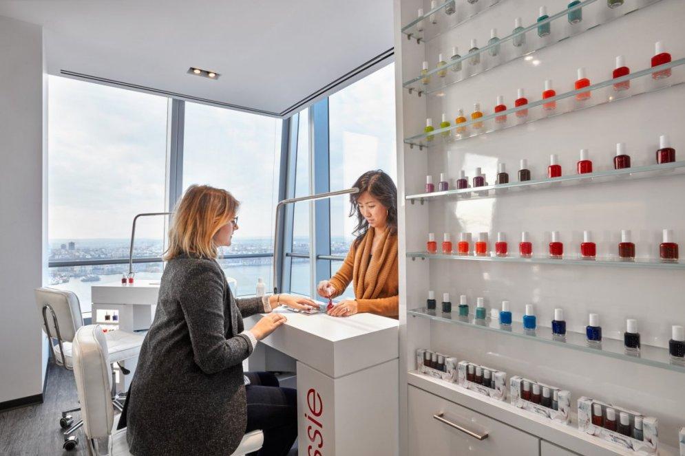 Лак, блеск, красота: 17 фото нового офиса L'Oréal, которые порадуют фанаток бренда
