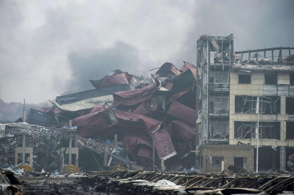 Рвануло: 29 страшных фото, показывающих последствия взрывов в Тяньцзине