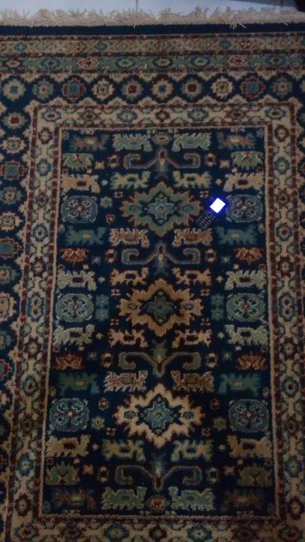 найди телефон на ковре ответ фото хочу