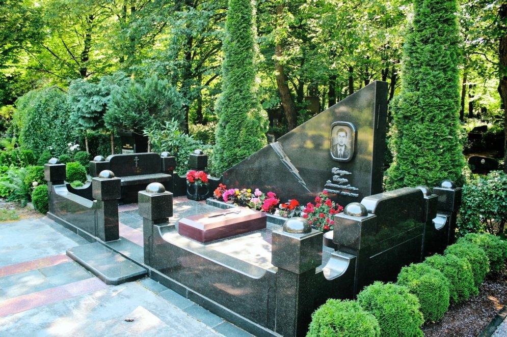 Kā saglabāt autoritāti pēc nāves