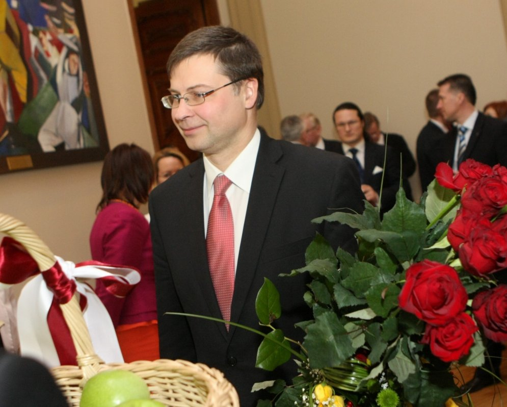 Kā pareizi kukuļot Valdi Dombrovski