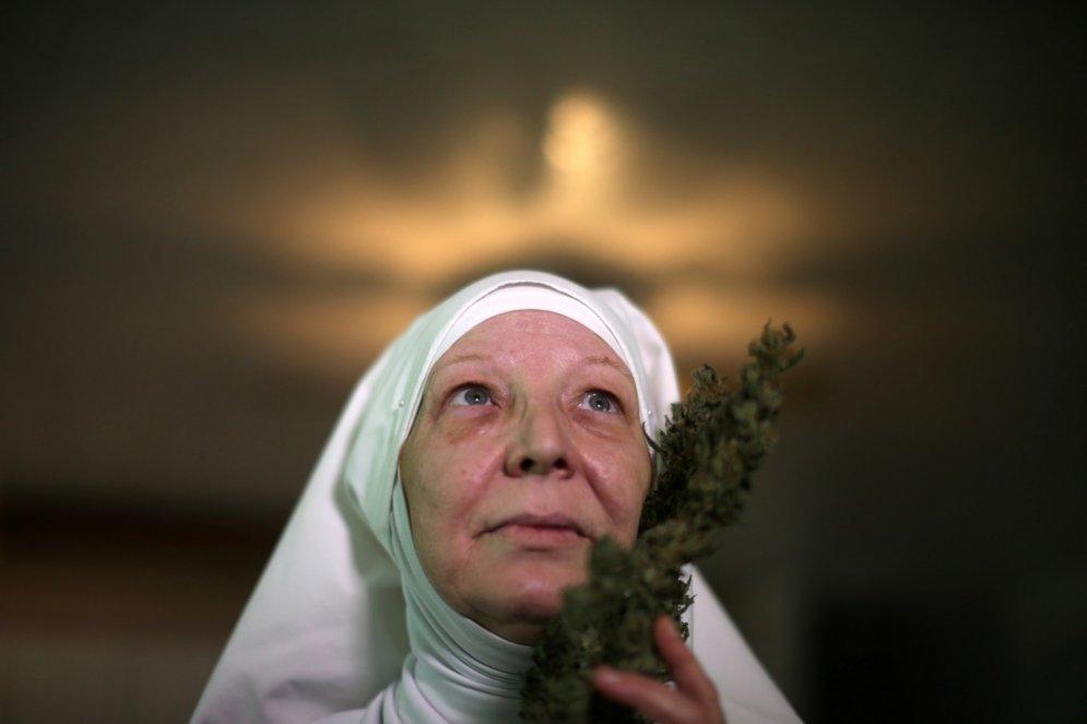Foto: Kā dzīvo svētās māsas-marihuānas audzētājas
